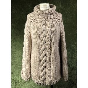 💞Sweet Genesis tan cable knit sweater